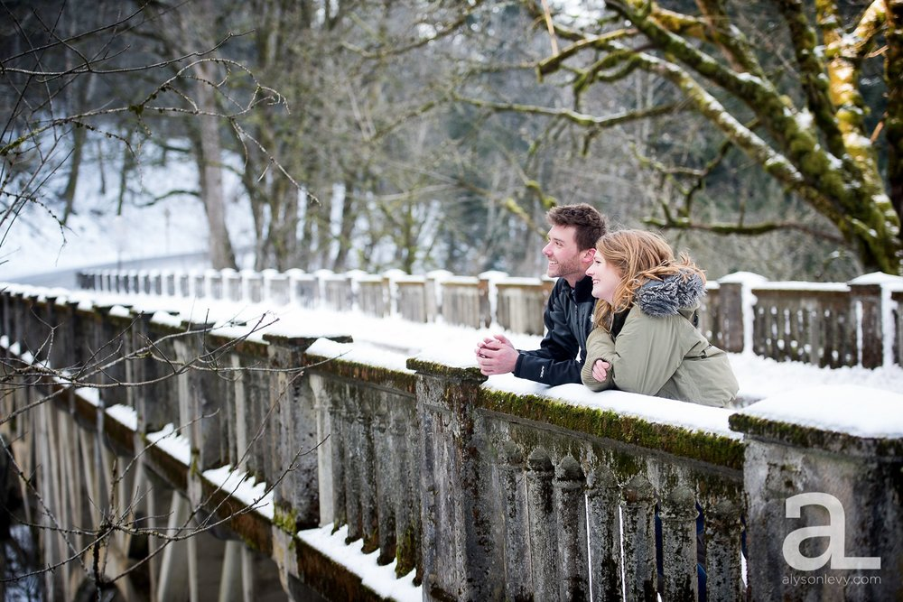 Portland-Winter-Engagement-Photography_0010.jpg