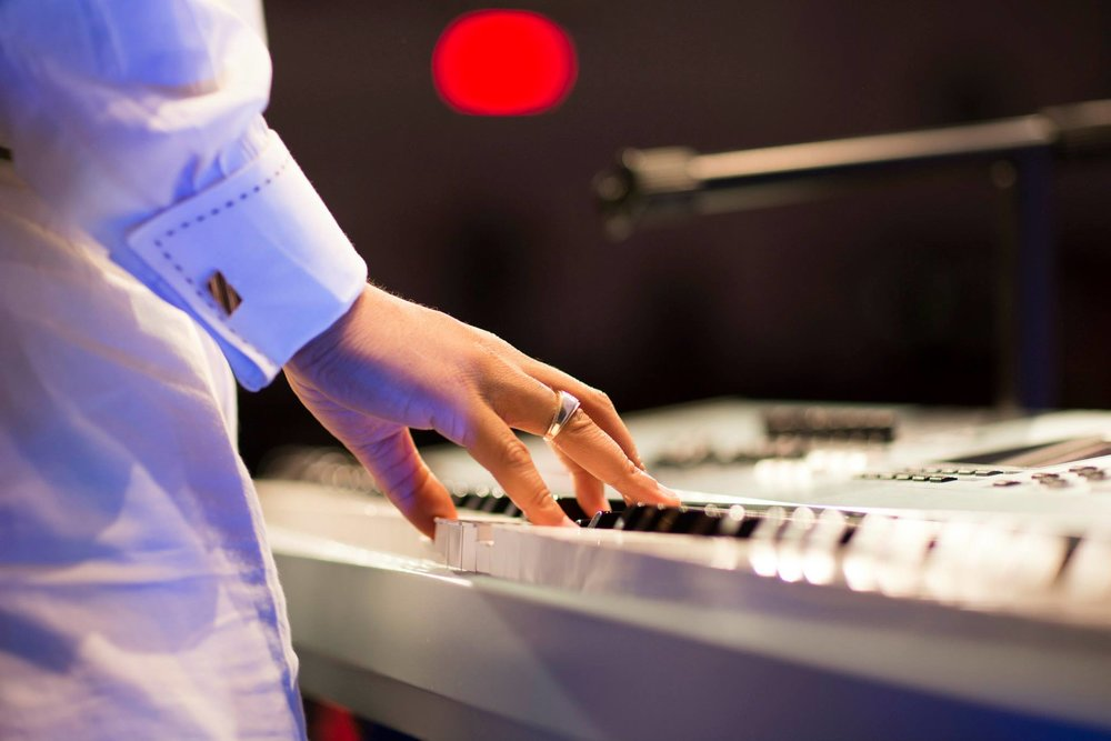 Music_keyboard_hands.jpg
