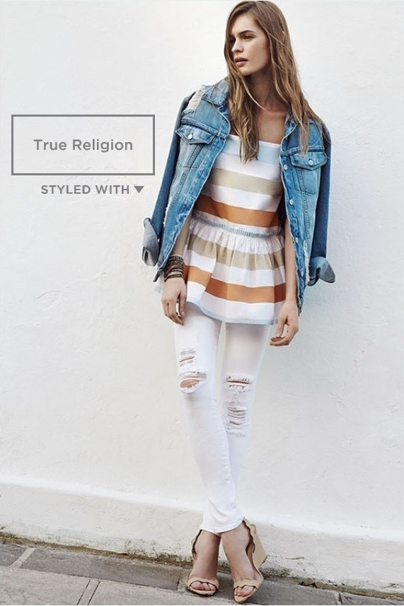 Top    Skinny Jeans    Sandals    Jacket