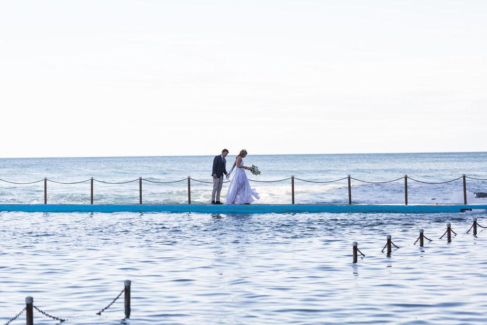 Bride and groom at ocean pool. Bilgola beach wedding