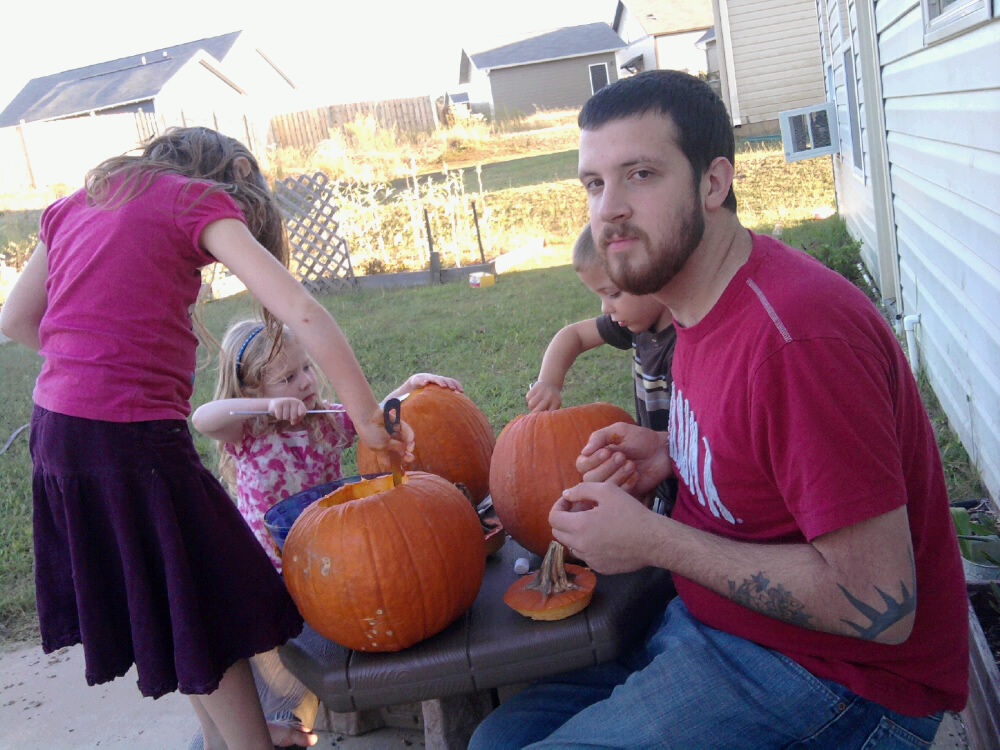 carvingpumpkins.jpeg