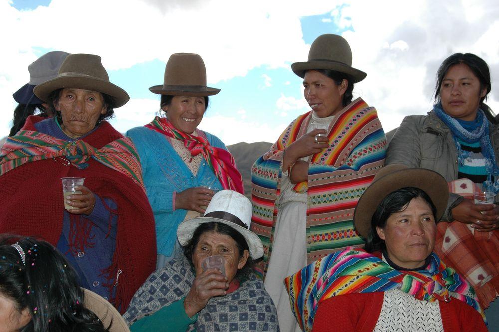 women Wuayllarcocha.jpg