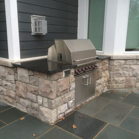 backyard kitchen bluestone patio