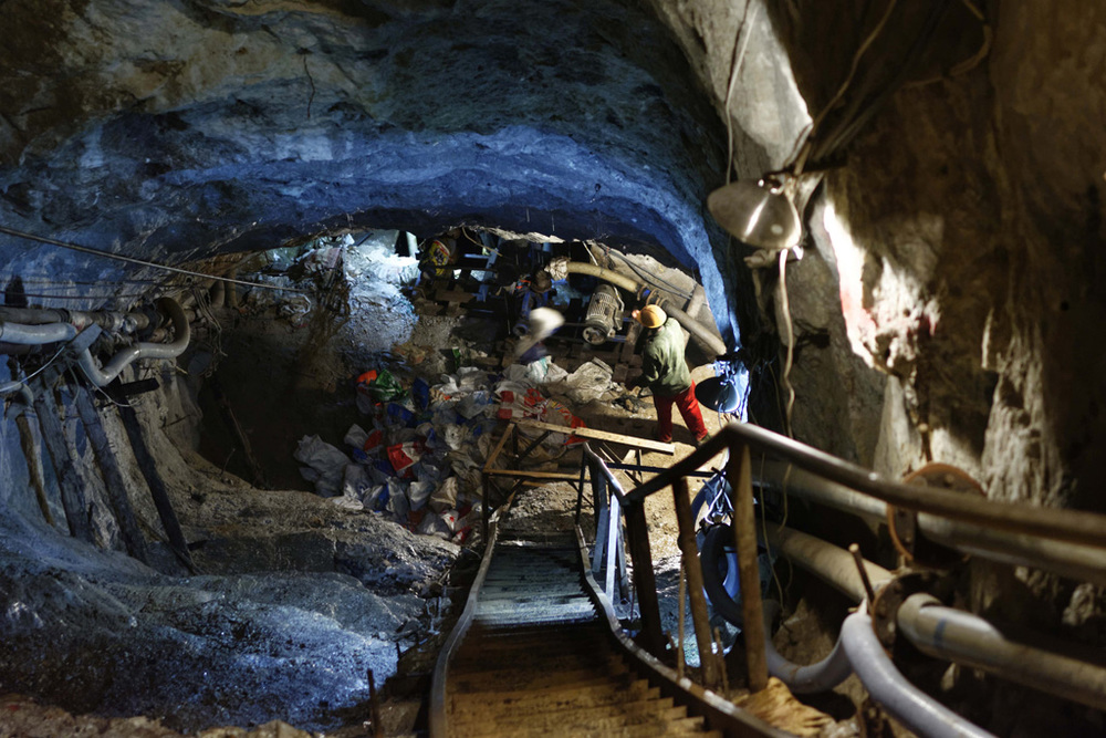 Miners pull up extracting equipment from a deep rock mine ahead of the monsoon rains which threaten to flood the galleries. Mogok, 2014.  Photo © Thierry Falise.
