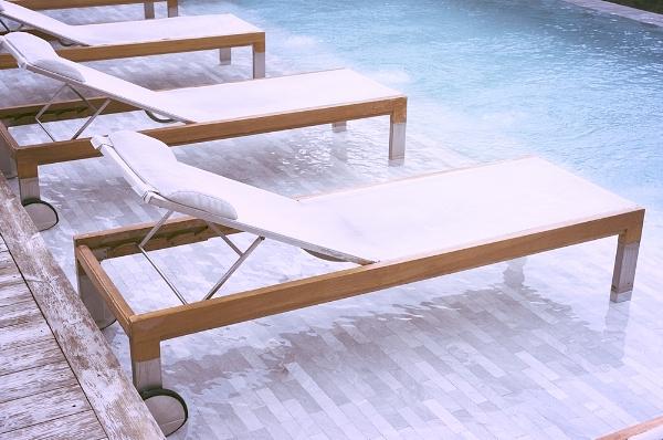 G. Lauzon piscine aménagement paysager chaises patio laval.jpg