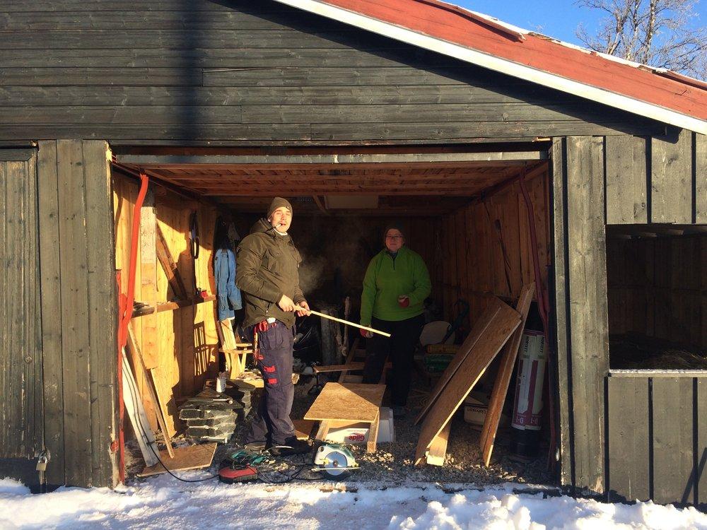 Hønsehuset får nytt tak til vinteren