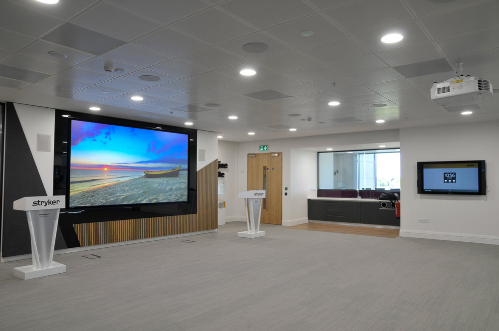 "139"" dnp Supernova Infinity - presentation room"