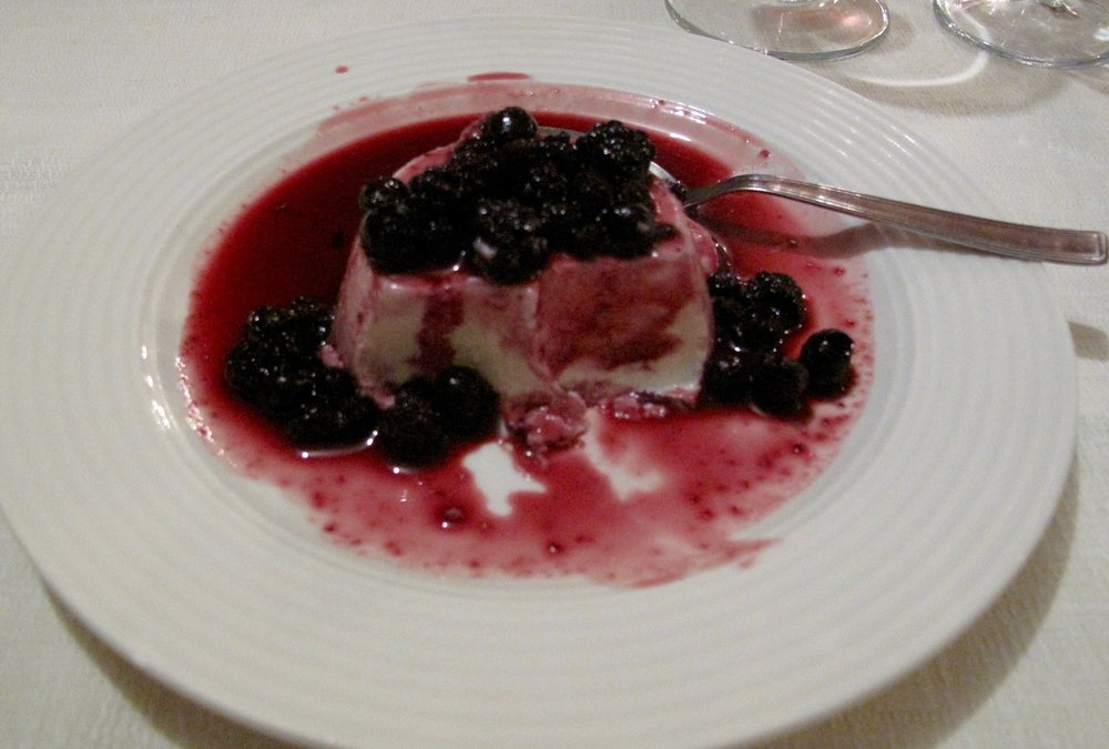 Panna Cota with fruits of the forest.