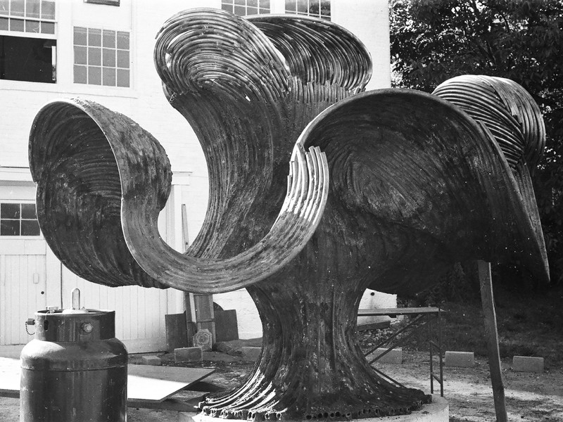 Free Interpretation of Plant Forms in Bally, PA, 1966. Photograph courtesy of HarryBertoia Foundation. Photograph by Richard Schultz.