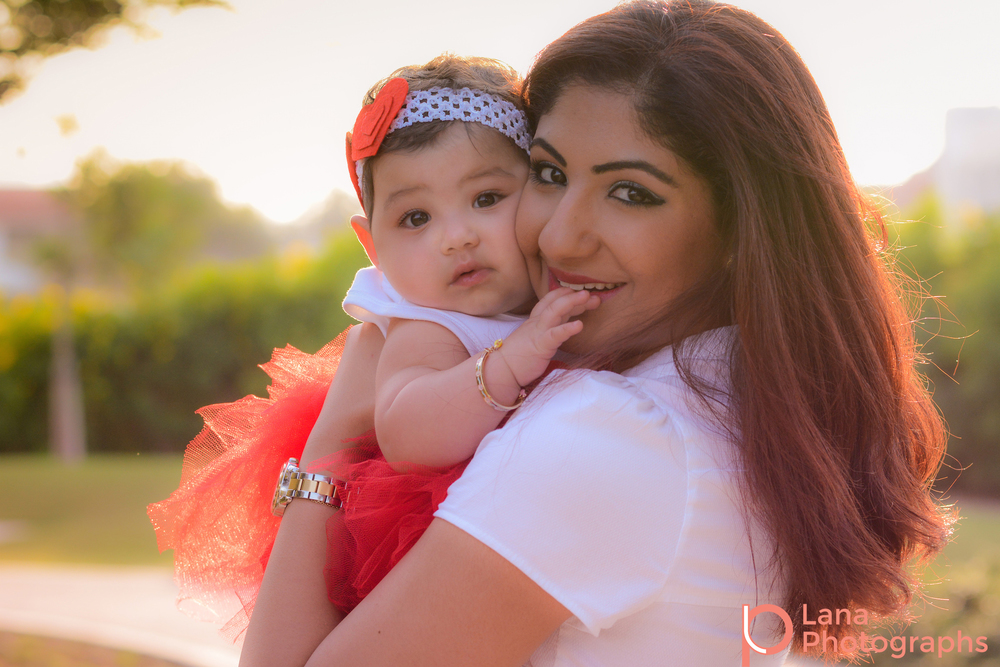 Dubai Family Photography portrait of mother posing with her daughter in the park