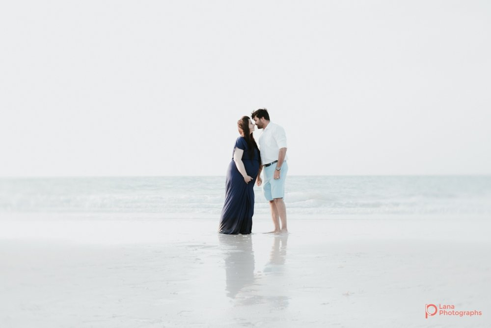 Lana-Photographs-Dubai-Maternity-and-Newborn-Photographer-Bhavna-07.jpg