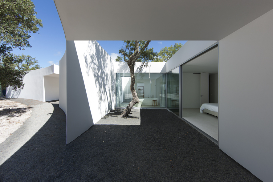 House in Alentejo Coast by Aires Mateus. Photos copyrighted by Juan Rodriguez. Courtesy of ArchDaily.