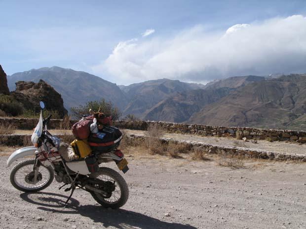 Cabanaconde peru motorcycle