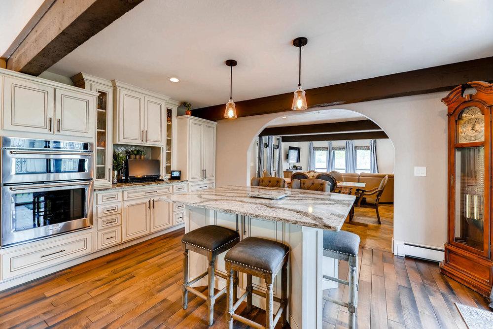 7135 Wintery Loop Colorado-large-006-4-Kitchen-1499x1000-72dpi.jpg