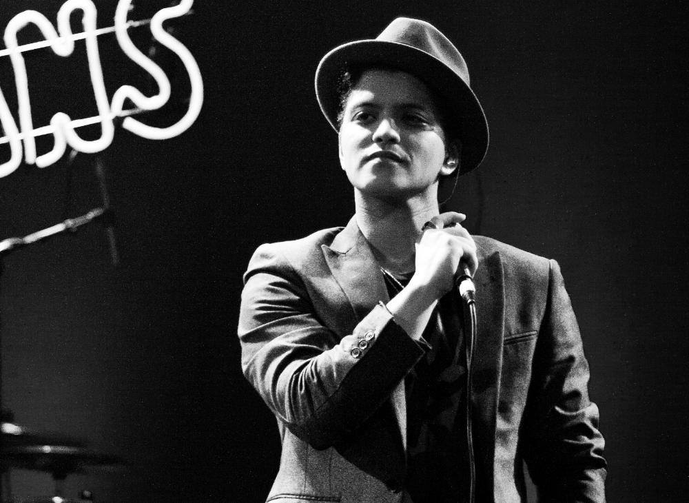 Bruno_Mars_b&w.jpg