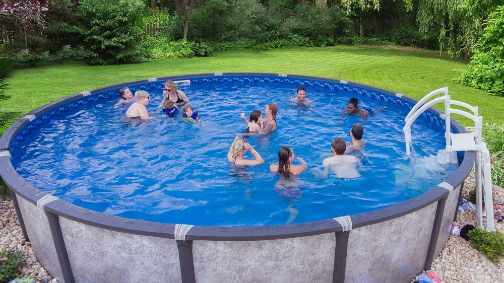 Making an inexpensive pool in the country with their own hands