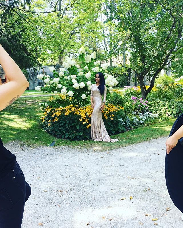 What an incredible day of shooting with the lovely and talented ladies @gregominot and @jesshaisingermu- Dream Team❤️ A little behind the scenes.  Look out for the Wild in the 6 blog post coming soon! #hauswild #jessinthehaus #toronto #creative #wildinthe6 #fashion #makeup #park #portraitsinthe6 #thegrind #design #mua #life #bts #photography #art #agencylife #portraits #torontolife #creative #visualcreators #createcommune #makeportraits