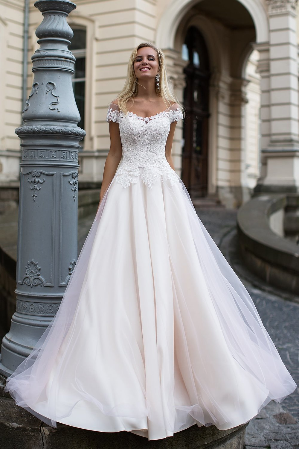 DOLCHE wedding dress $800