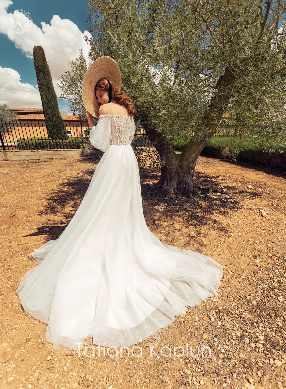 FELISTA wedding dress by Tatiana Kaplun