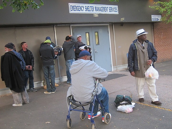 Clients waiting for the Grand Ave. shelter to open. (Allan Appel file photo)