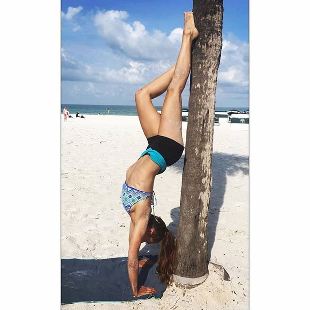 Om the Go Girl @jennasiladie getting upside down on her Om the Go mat on St. Pete Beach, FL 😎🌴😍 I think a palm tree is the best kind of handstand spotter! #omthego