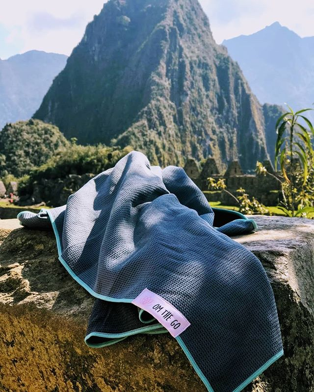 A casual product placement, Machu Picchu style, compliments of this Om the Go gal, @mintbodystudio 🙏😜🌎✈️💕 . . . #omthegogirls #omthego #travelyoga #yogaeverywhere #bringyourownbliss #travel #machupicchu #yogalove
