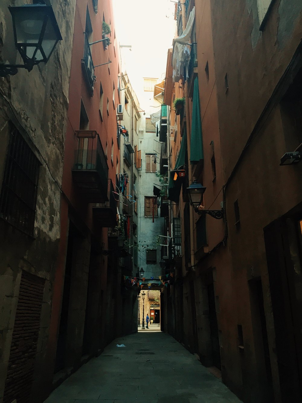 barcelona-streets-and-alleyways.jpg