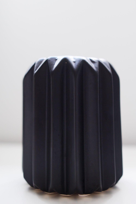 avideas-inventory-vessels-blackmatteporcelain-MED1.jpeg