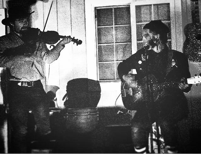 """""""Havin' a party, havin' a ball..."""" ⚡️ #lightninluke #folkmusic #ragtime #folkpunk #kingstrang #bridgecitysinners"""