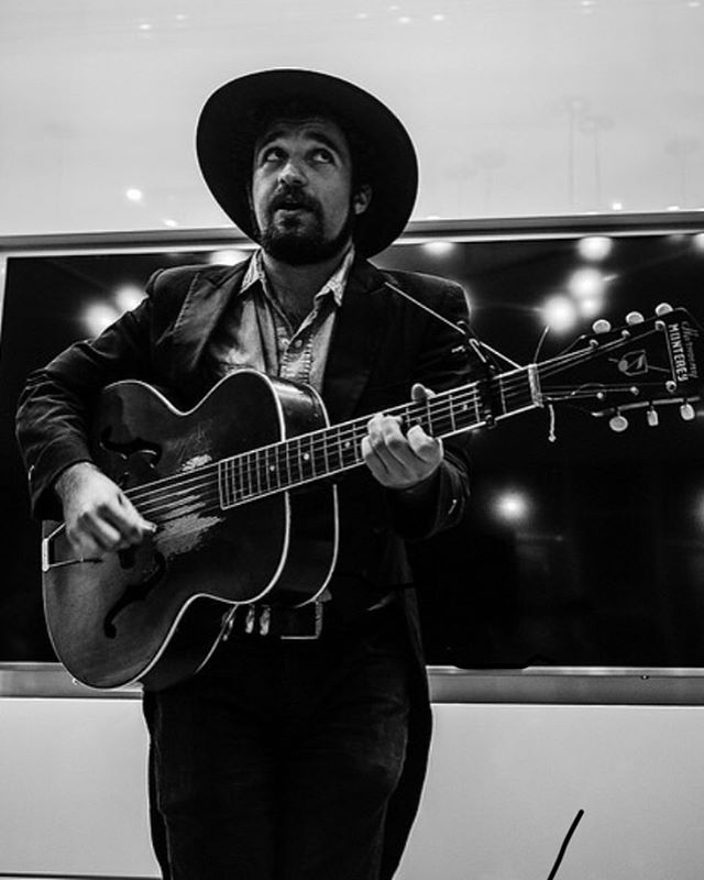 Thanks, friends. ⚡️ 📸: Joel Scott Richard (@joelscottrichard) ⚡️ #folkmusic #lightninluke #portrait #sofarsounds #sofardc