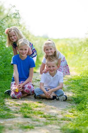 familieshoot-Kledingtips voor een fotoshoot-kleur-gras