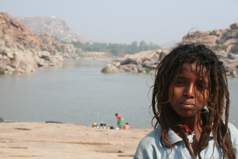 Rastamädchen. Foto: Irene Mazza, Hampi, Indien