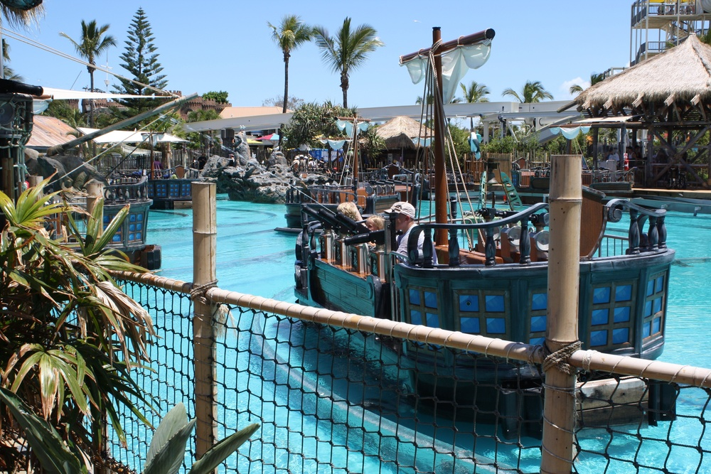 Castaway_Bay_Battle_Boats_at_Sea_World.jpg