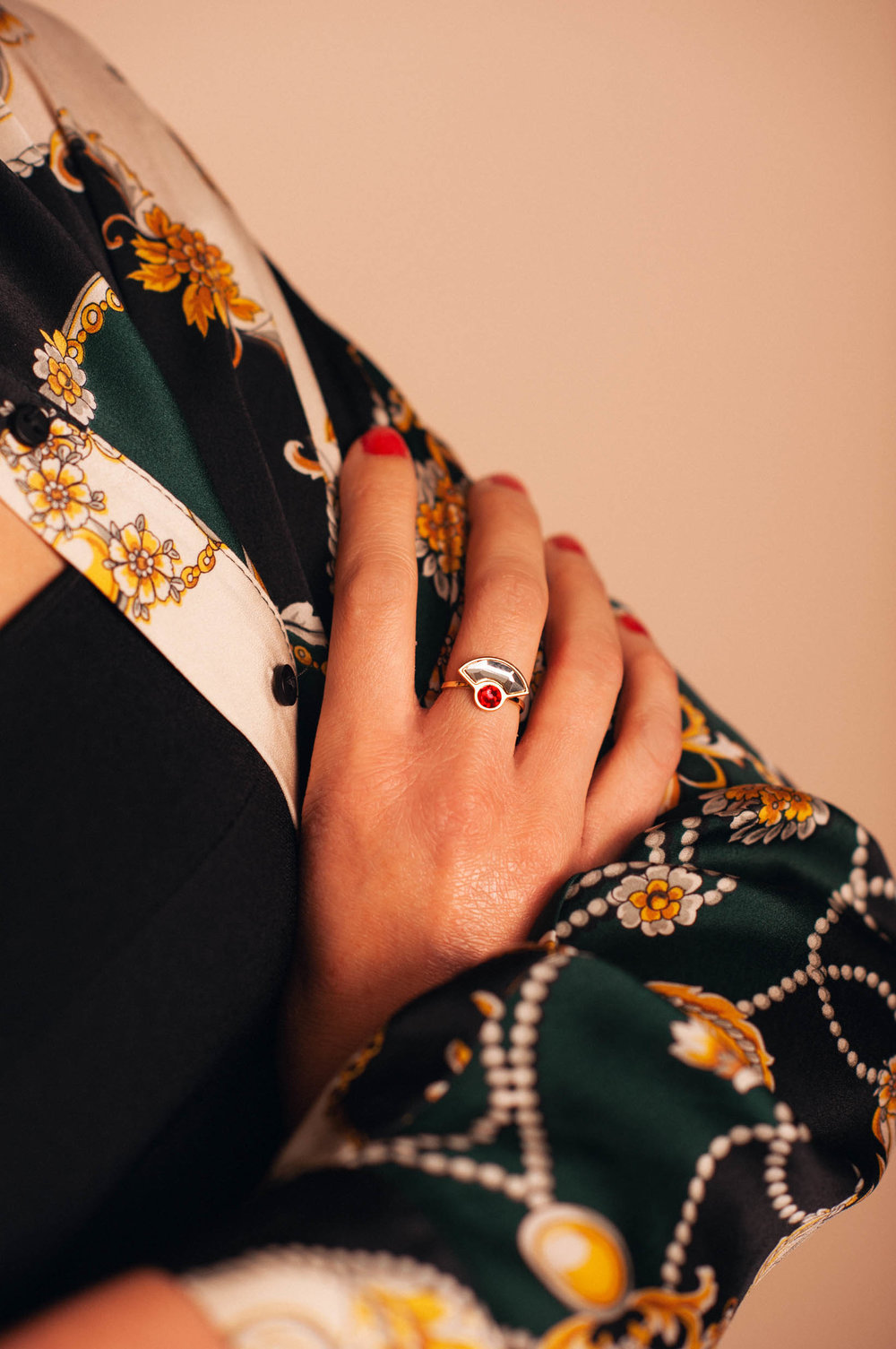 Lookbook_lestatillonnes_0020_Christy_bague_rouge.jpg