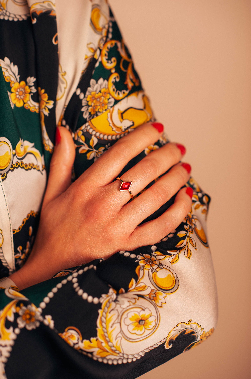 Lookbook_lestatillonnes_0019_Cindy_bague_rouge.jpg