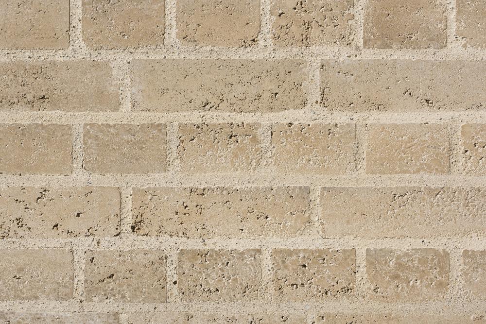 01  Mur de parement d'un bâtiment d'exposition, site hydraulique SIG, Vessy, 2015 (arch. ar-ter)