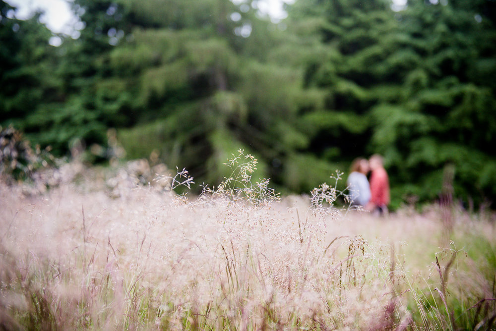 Creative outdoor engagement shoot © Jessica Grace Photography