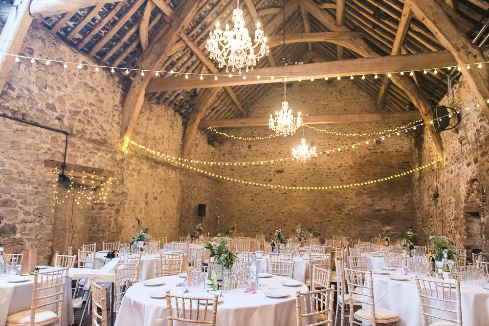 Beautiful and rustic wedding in a barn with gorgeous fairy lights © Jessica Grace Photography
