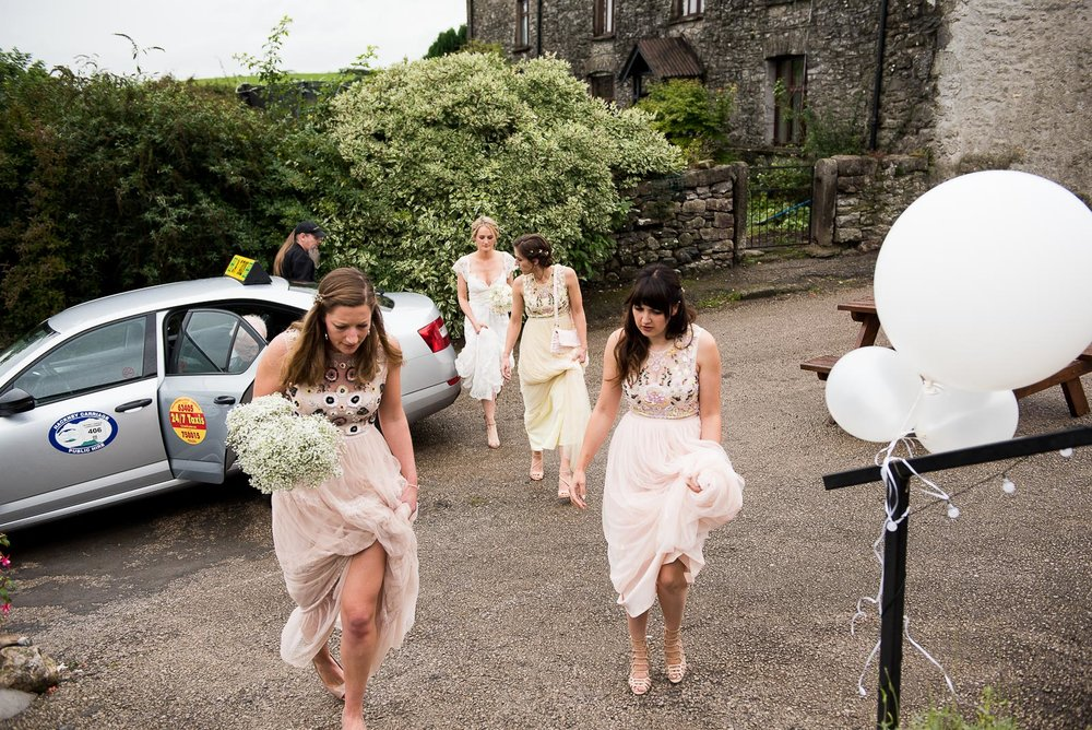 Natural and candid wedding photography, the arrival of the bridal party © Jessica Grace Photography