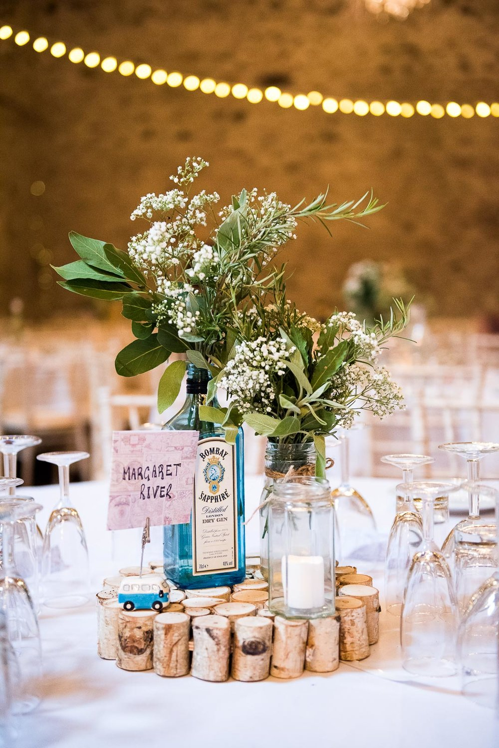Rustic barn setting with the prettiest floral details © Jessica Grace Photography