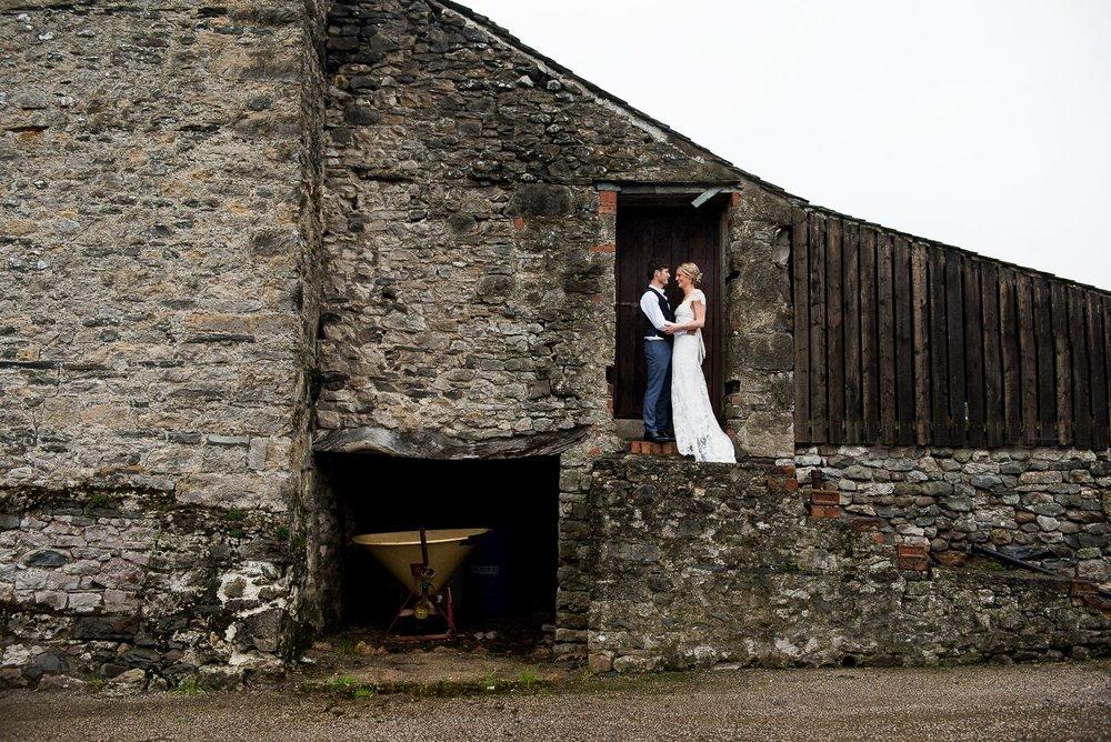Wonderful rustic barn wedding portrait © Jessica Grace Photography