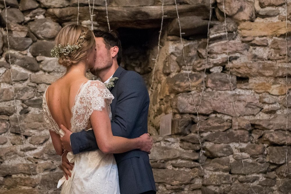 Couples first kiss at the ceremony  © Jessica Grace Photography