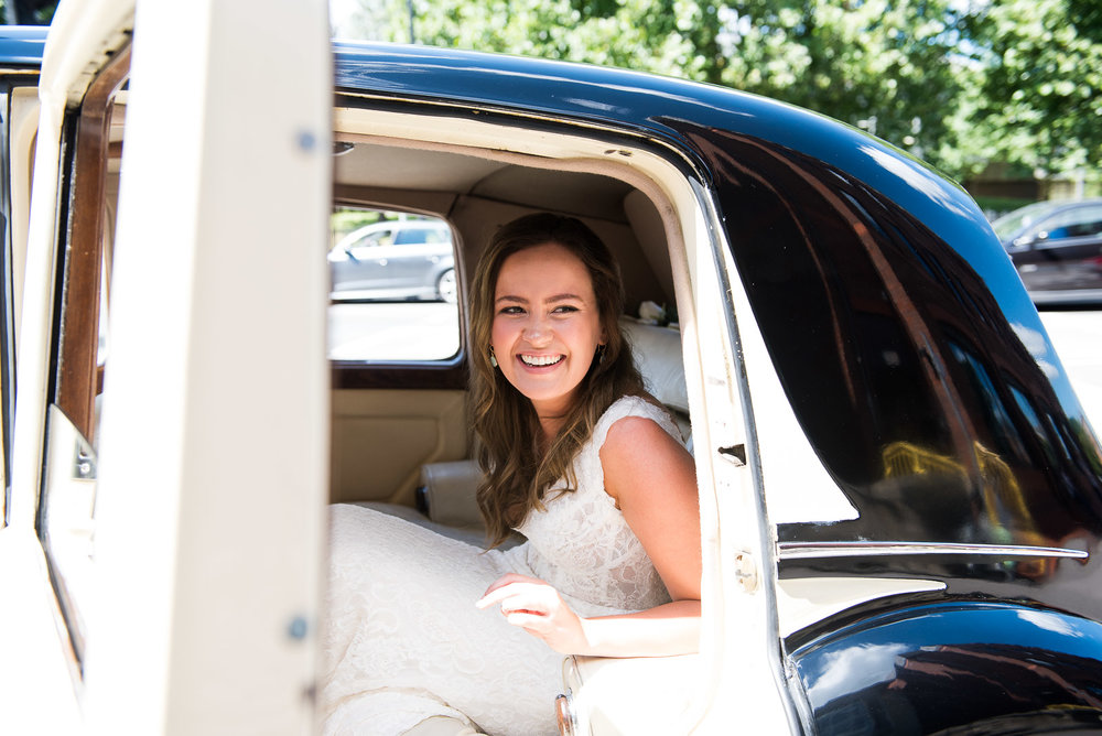 Bride arriving in her wedding car © Jessica Grace Photography