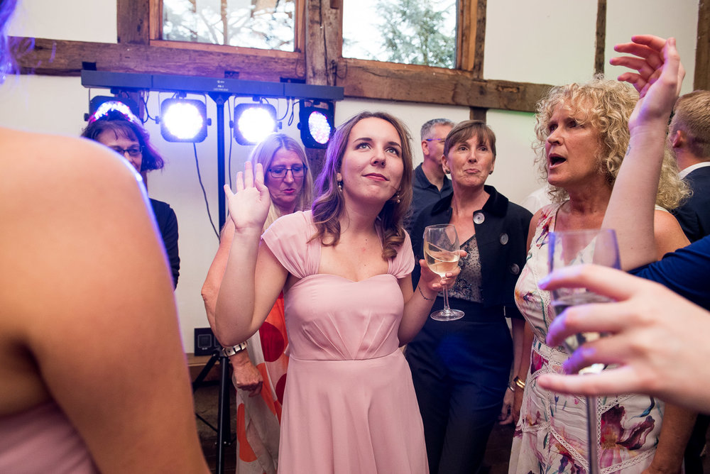 Guests enjoying the dancefloor at a summer wedding © Jessica Grace Photography