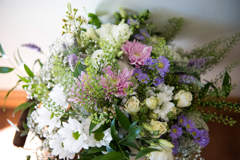 Hand made bouquet for a Surrey wedding © Jessica Grace Photography
