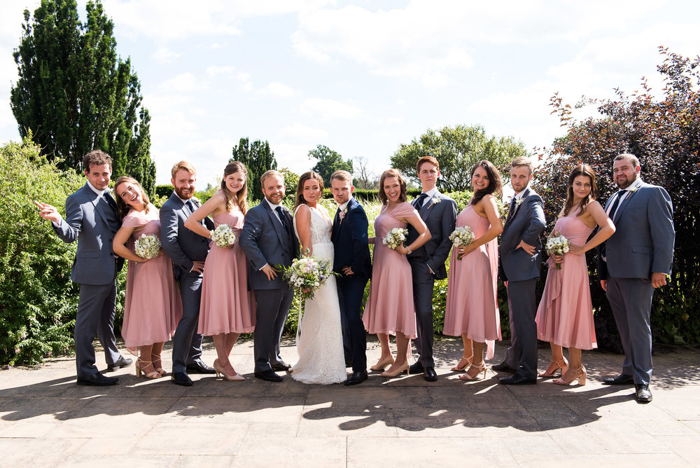 Relaxed group photography of the wedding party © Jessica Grace Photography