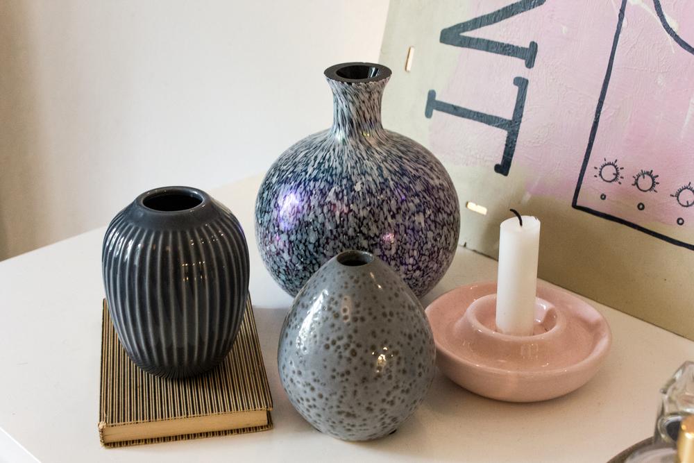 Fine vaser fra Kähler og vintagefund er til salg i Idas shop samt et par fine smykker
