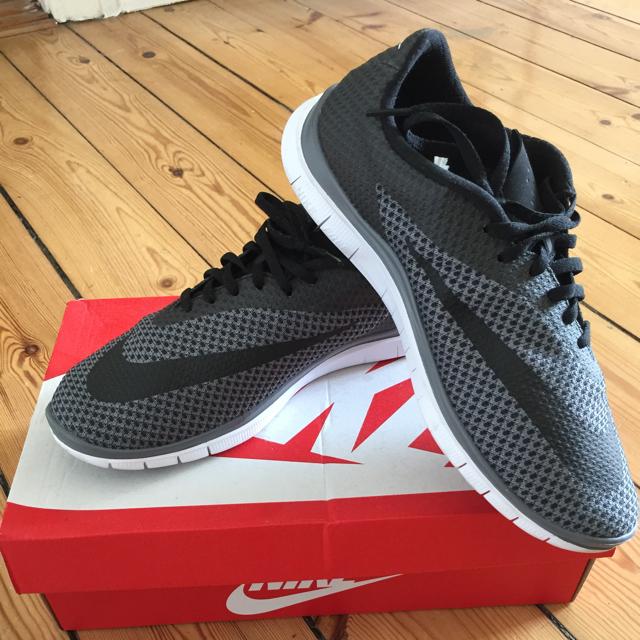 Nike Free sneaks