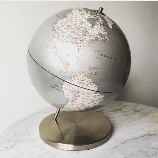 Globus i børstet stål