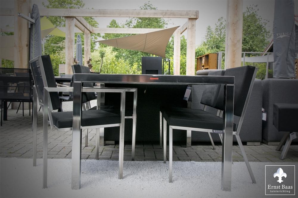 Stoelen en tafel - Ernst Baas Tuininrichtingszd.jpg